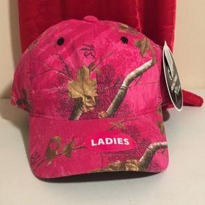NWT Ladies Pink Camouflage Hat🧢